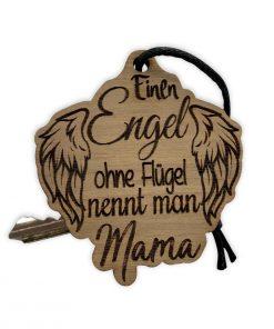 """Schlüsselanhänger aus Nussbaum mit """"Einen Engel ohne Flügel nennt man Mama"""""""