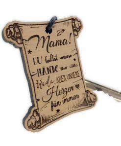 """Schlüsselanhänger aus Nussbaum mit """"Mama! Du hältst unsere Hände..."""""""