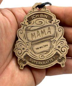 """Schlüsselanhänger aus Nussbaum mit """"Ich bin Mama, was sind deine Superkräfte"""""""