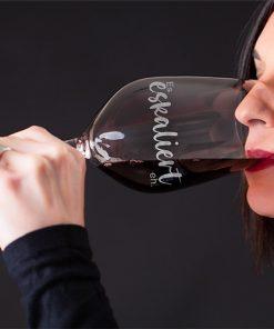 """Weinglas """"Es eskaliert eh"""""""